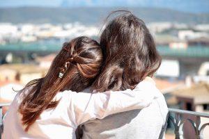 ¿Dónde están los besos y los abrazos perdidos?